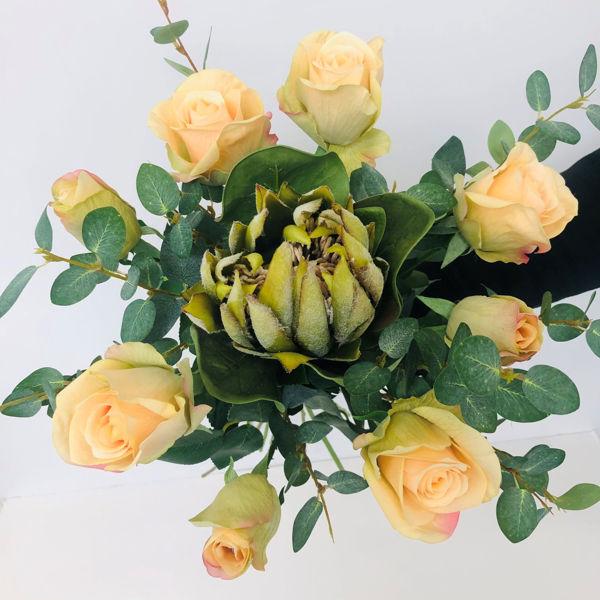 Billede af Evighedsbuket med protea og roser.